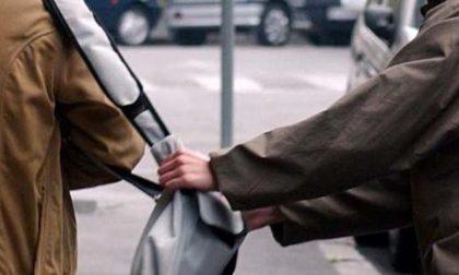 Anziana scippata un tassista insegue il ladro