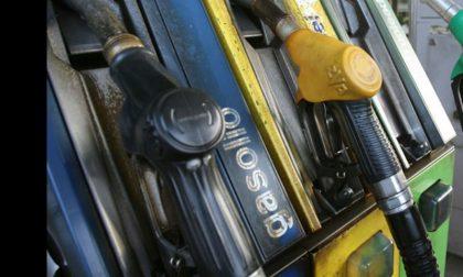 Rapina al distributore di benzina nella notte
