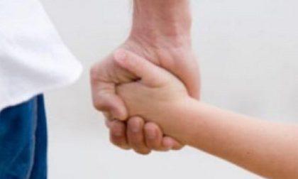 Bambino musulmano spinto dalla ex affidataria al cattolicesimo