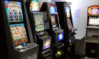 Slot machine saccheggiate nella notte
