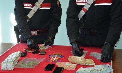 Studente spacciatore trovato con 2.000 euro in contanti