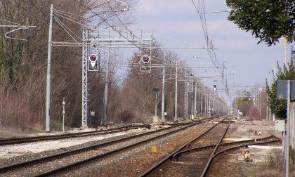 Travolto dal treno si fa strada ipotesi suicidio