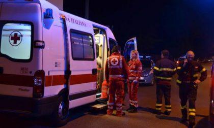 Fuori strada con l'auto, due persone in ospedale SIRENE DI NOTTE