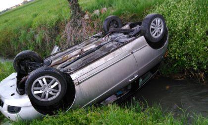 Auto ribaltata tra Treviglio e Spino d'Adda, donna in ospedale