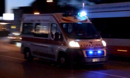 Fuori strada con auto, 27enne in ospedale SIRENE DI NOTTE