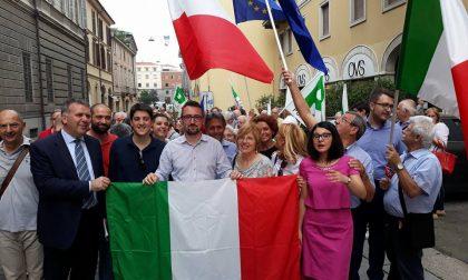 Pd Cremona e cittadini in strada a difesa delle istituzioni