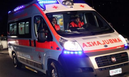 Incidente stradale all'alba, 4 giovani in ospedale SIRENE DI NOTTE