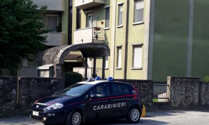 """Donna aggredisce carabinieri con calci e morsi """"Non mi rovinerete il compleanno"""""""