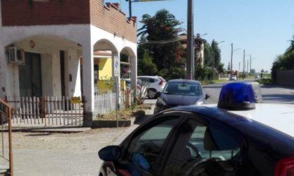 Ruba portafoglio da un'auto in sosta, denunciato