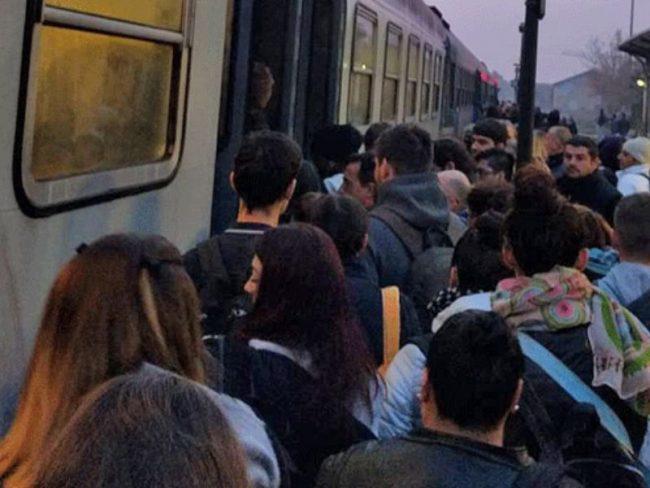 Sbarre ko, ancora ritardi sulla Cremona-Milano