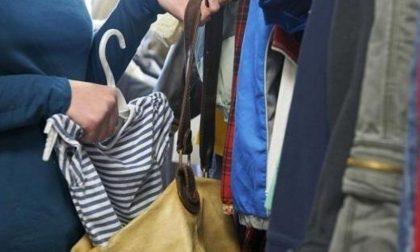 Rubano vestiti in negozio di articoli sportivi, due persone nei guai