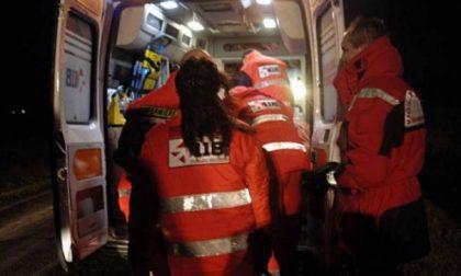 Fuori strada con l'auto, 24enne in ospedale SIRENE DI NOTTE