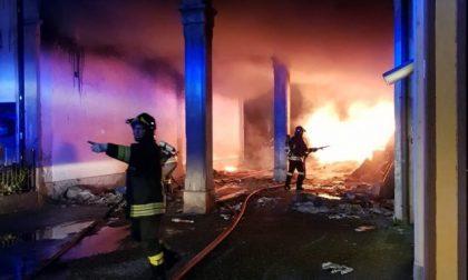 Incendio nella Bergamasca: famiglie evacuate, rogo doloso?