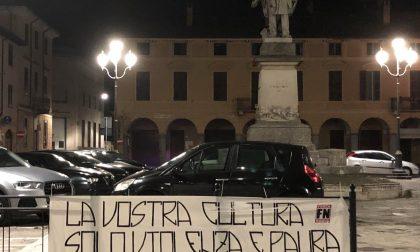 """Forza Nuova striscione a Soresina: """"Rimpatrio di tutti gli immigrati clandestini e non"""""""