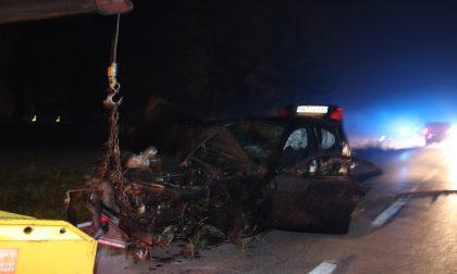 Ladri in fuga dai carabinieri si schiantano, morto un 31enne FOTO