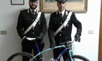 A spasso con la bicicletta rubata, denunciato 18enne