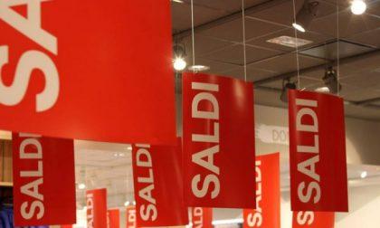 Saldi: in Lombardia si parte il 5 gennaio, ma vendite promozionali possibili già 30 giorni prima