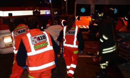 Scontro tra due auto sulla Paullese, 5 feriti SIRENE DI NOTTE