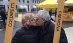 Galleria di baci al Mercato di Campagna Amica FOTO