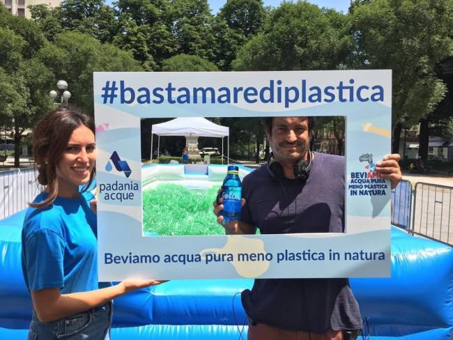 #Basta mare di plastica: Padania Acqua S.p.a. ci fa nuotare nelle bottiglie