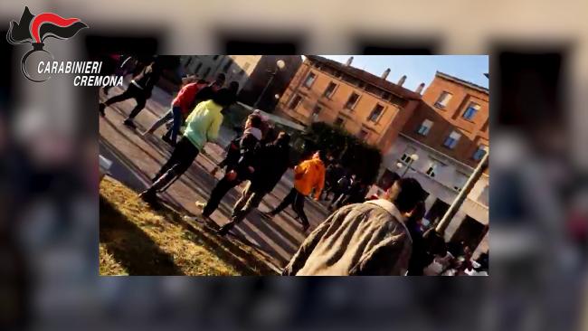 """""""Cremona Dissing"""", sgominata la baby gang dei bulli: rapine ed estorsioni a studenti VIDEO e FOTO"""