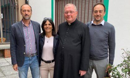 Pandino saluta don Fabio Sozzi, omaggio dell'Amministrazione FOTO