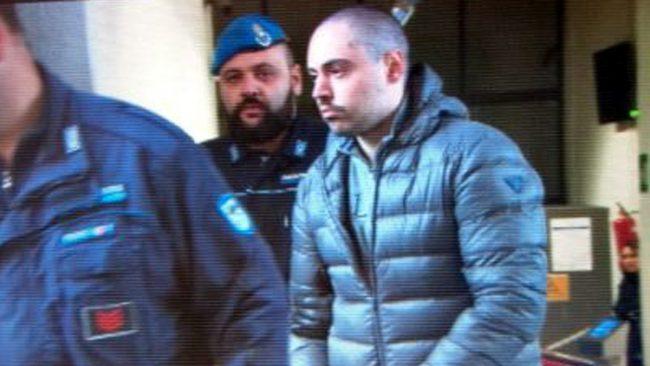 Ha ucciso nonni e zia e avvelenato altri cinque famigliari: assolto