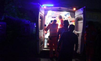 Perde il controllo dell'auto e finisce fuori strada, soccorso 27enne SIRENE DI NOTTE