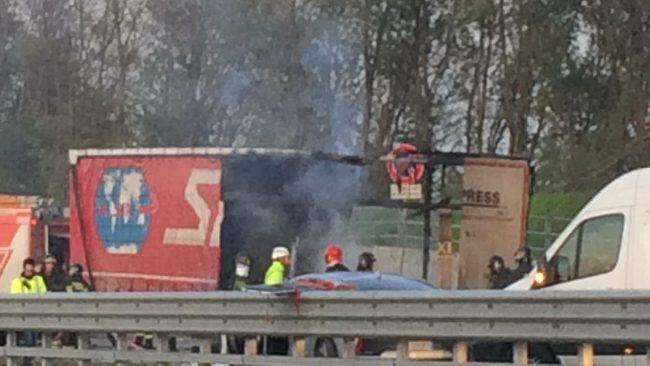 Scontro tra auto e tir in A21: un morto. Autostrada chiusa tra Cremona e Brescia Sud VIDEO