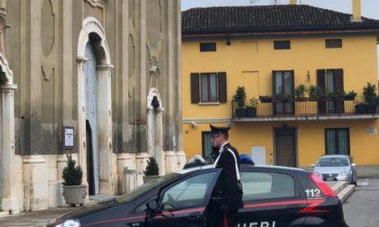 Ruba la cassetta delle offerte in chiesa: via con 400 euro
