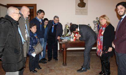 """La """"Luce della Pace di Betlemme"""" è arrivata in comune a Cremona"""