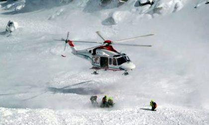 Valanga tra Valtellina e Val Brembana: tre scialpinisti travolti, uno è grave