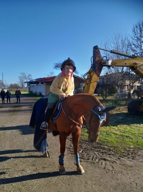 La Befana al maneggio a cavallo della scopa … e non solo! FOTO