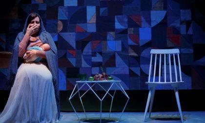"""A Casalmaggiore """"Farsi fuori"""": uno spettacolo ironico sugli stereotipi della maternità"""