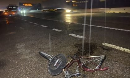 In bici in autostrada: travolto e ucciso VIDEO