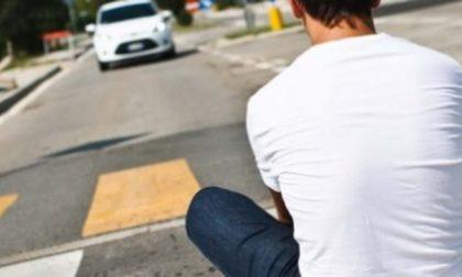 Si buttano in mezzo alla strada: torna l'incubo Planking challenge