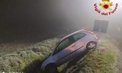Nel fosso con l'auto: paura per una ragazza 25enne