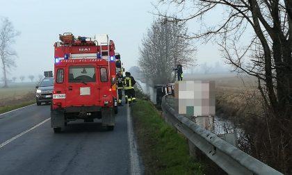 Camion ribaltato nella roggia ad Agnadello, soccorso un 51enne FOTO