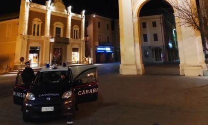 Minaccia la moglie di morte davanti ai Carabinieri: arrestato