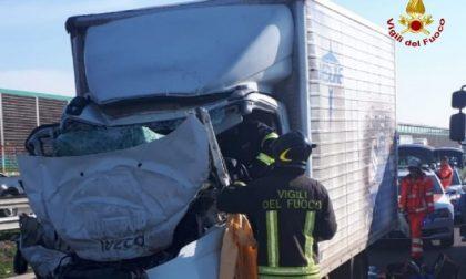 Schianto in autostrada, muore 60enne di Rivolta d'Adda FOTO