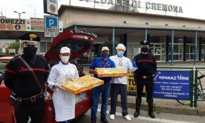 """Migliaia di pizze, """"scortate"""" dai carabinieri, per i nostri medici e infermieri FOTO"""