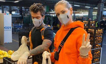 Chiara Ferragni e Fedez volontari all'Ortomercato di Milano FOTO