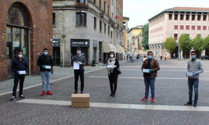 La comunità indiana dona mille mascherine al Comune di Cremona