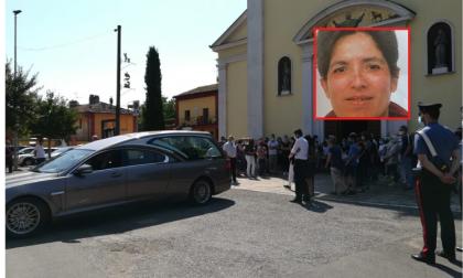 """L'ultimo saluto a Morena: """"Bisogna combattere la violenza con la pace"""" FOTO"""