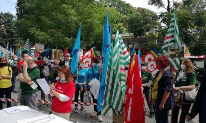 """""""Strage nelle Rsa"""": i sindacati scendono in piazza per denunciare FOTO"""