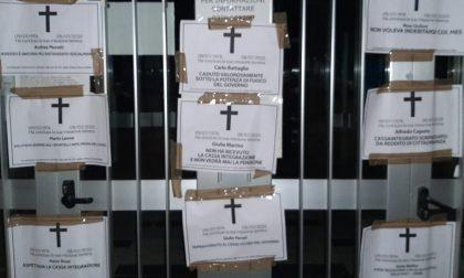 """Necrologi shock di Casapound: """"Morti aspettando la cassa integrazione"""""""