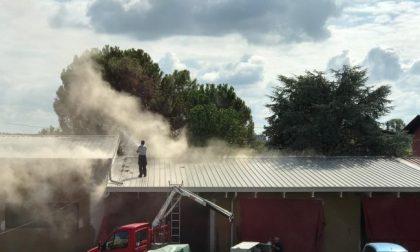 Prende fuoco il tetto dell'Avis di Agnadello FOTO