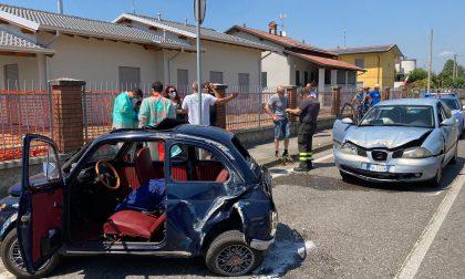 Schianto tra due vetture a Pianengo, auto si ribalta più volte