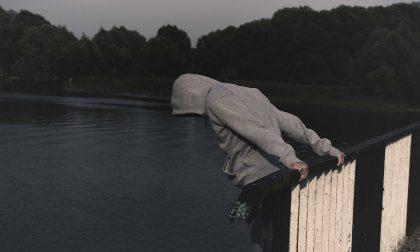 Cremona: tenta di togliersi la vita lanciandosi da un cavalcavia