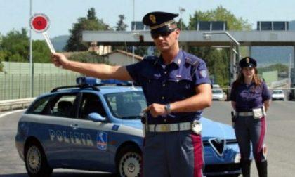 """Si finge poliziotto e ferma auto in autostrada: """"Per questa volta passi, ma si metta in regola"""""""